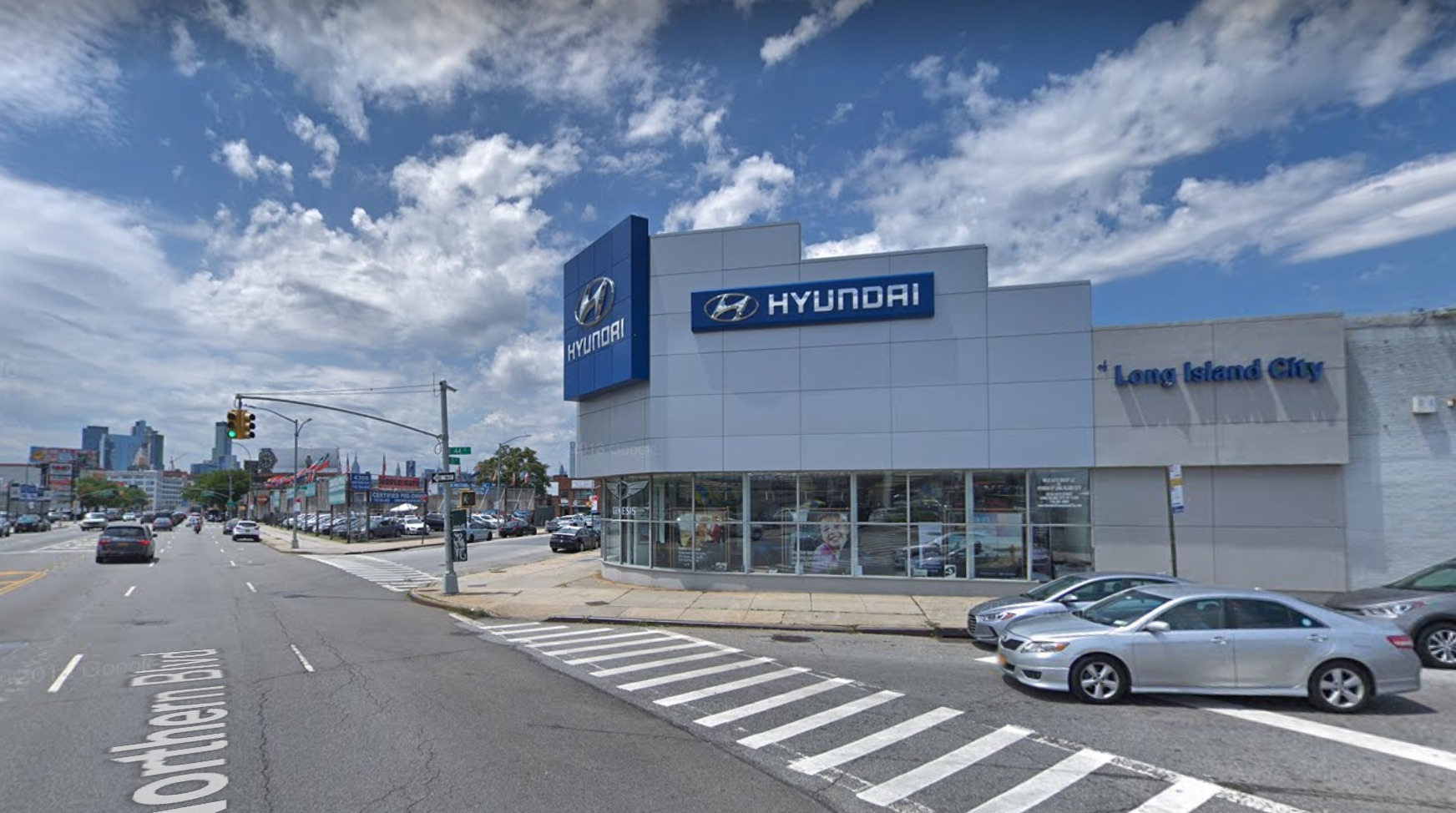 Hyundai Long Island City >> 2 Men Impersonate Police Attempt To Kidnap Patron At Long